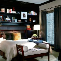Metropolitan style room with queen size bed
